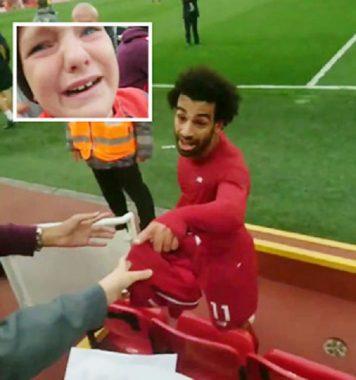 Hậu trường sân cỏ 24/9: Salah làm fan nhí sướng phát khóc