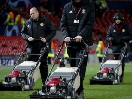 Vì sao MU phun tỏi lên mặt sân cỏ sân Old Trafford trước Super Sunday với Liverpool?