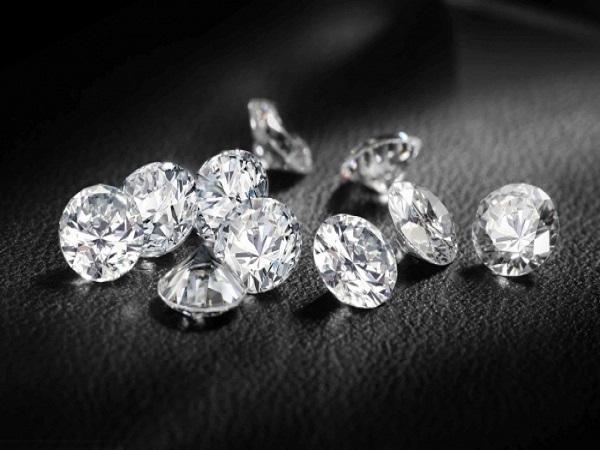 Điềm báo mơ thấy kim cương