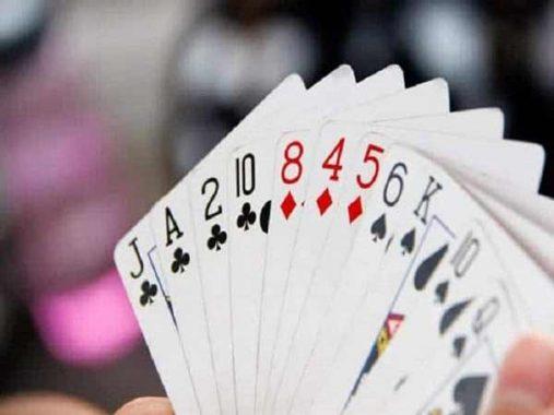 Tính toán kỹ để có thể gửi các lá bài khi hạ