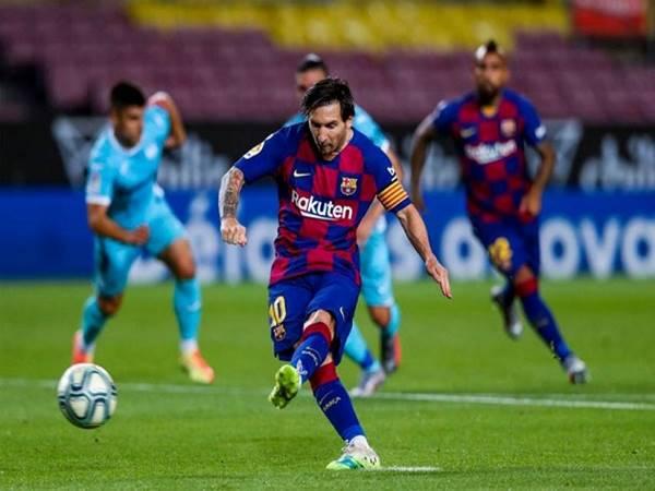 Messi hay Benzema ai xuất sắc hơn trong mùa giải này?