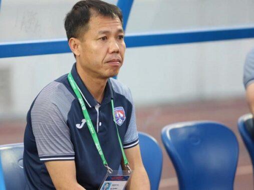Bóng đá Việt Nam 28/4: HLV Quảng Ninh chấp nhận khi bị Nam Định câu giờ